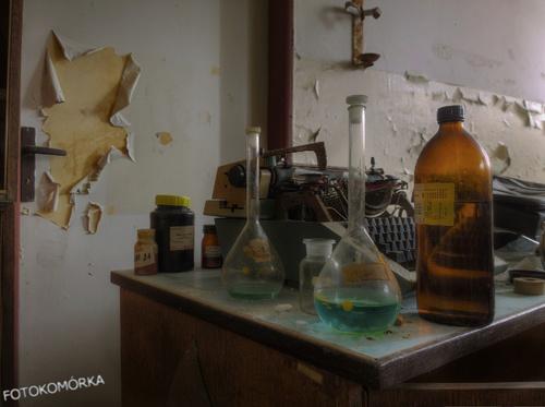 Opuszczone laboratorium, Czechy. Poradnik fotografii komórkowej
