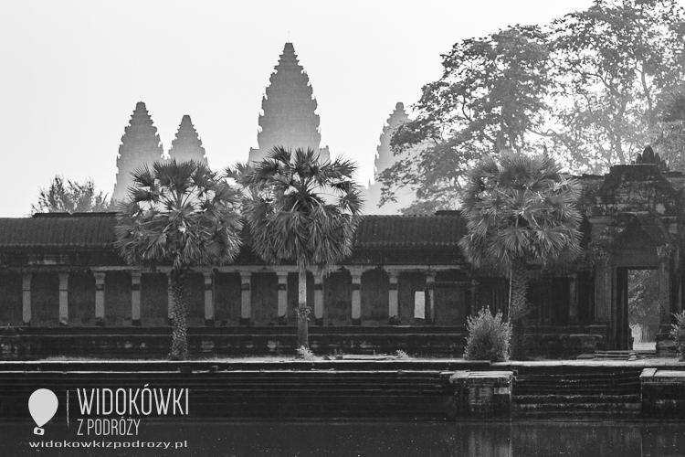 Wschód słońca w Angor Wat © Katarzyna i Marek Stor.
