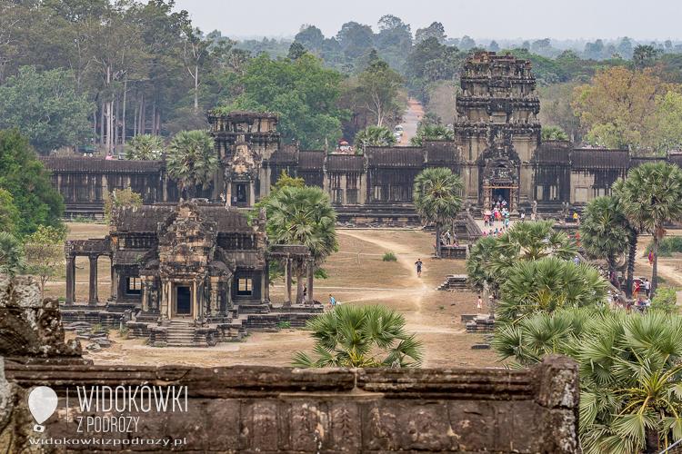 Widok na budynek biblioteki w Angkor Wat. © Katarzyna i Marek Stor.