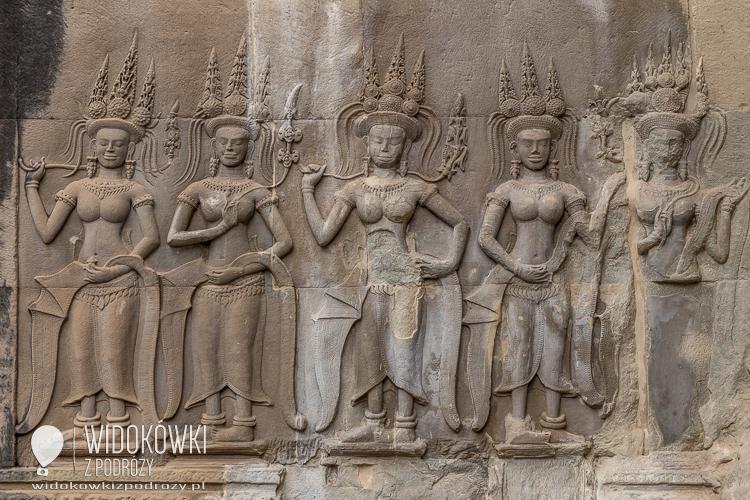 Płaskorzeżby Apsar na ścianach świątyni. © Katarzyna i Marek Stor.