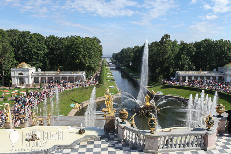 Channel Sea connecting the palace of the Gulf of Finland. Peterhof.